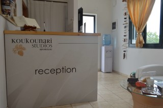 koukounari-apartments-reception-02